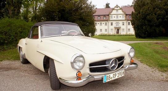 mercedes 190 SL vor Jagdschloss
