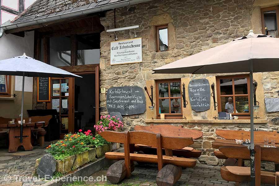 Deutschland, Rheinland-Pfalz, Idar-Oberstein, Deutsche Edelsteinstrasse, Herrstein, Cafe in der Zehntscheune