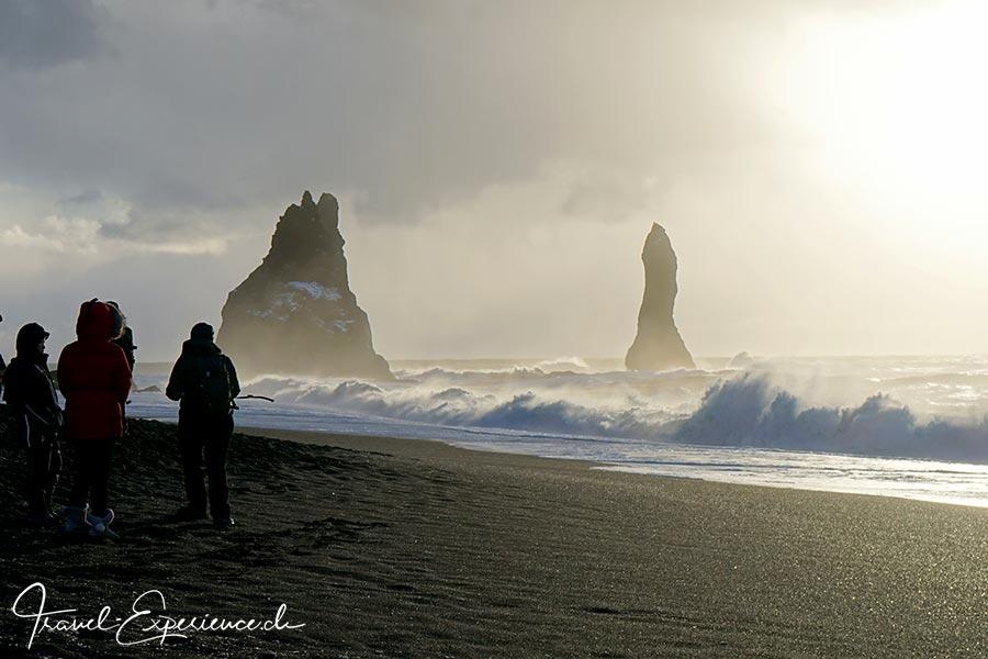 Island, Iceland, Winter, Suedkueste, Reynisfjara, versteinerte Trolle, Strand