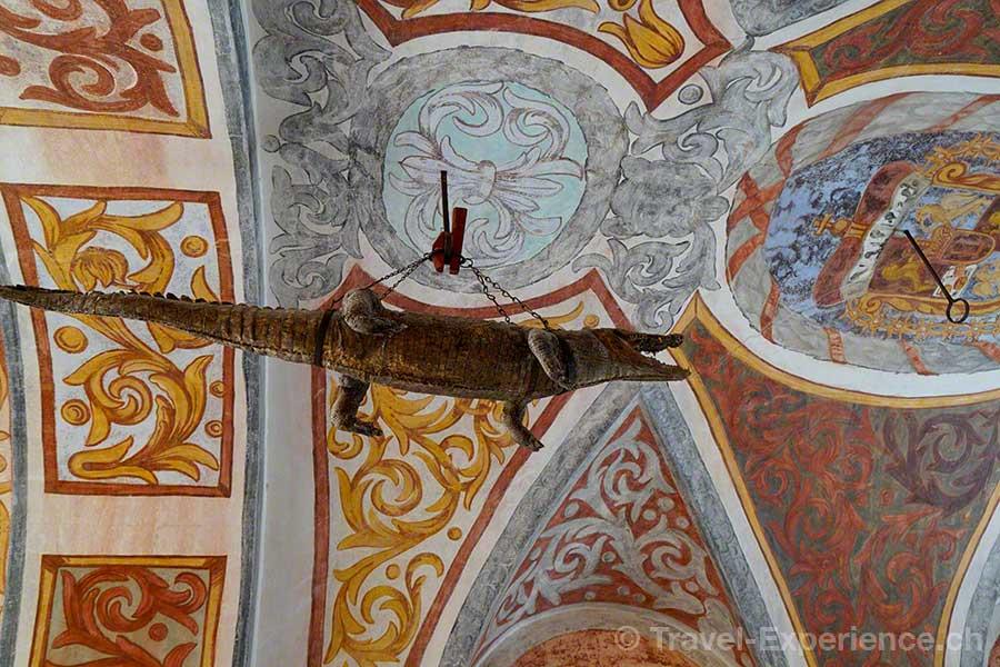 Oesterreich, Burgenland, Burg Forchtenstein, ausgestopftes Krokodil