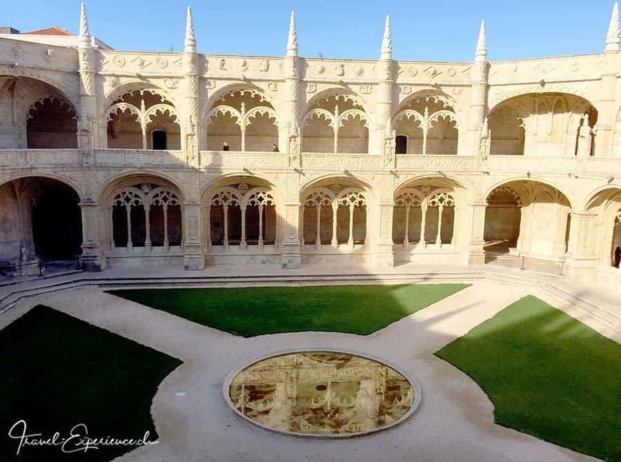 Der Kreuzgang im Mosteiro des Jeronimos in Belem, Portugal