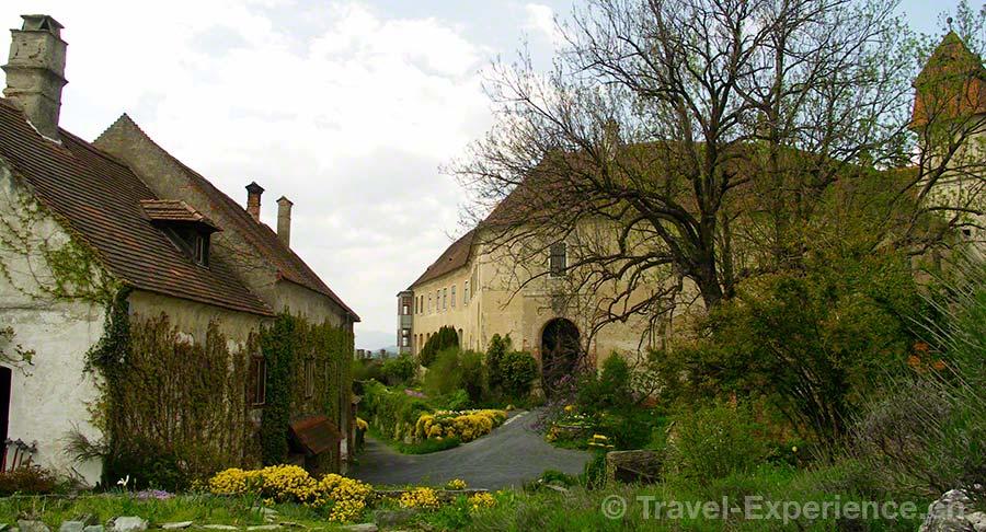 Oesterreich, Burgenland, Burg Bernstein, Eingang