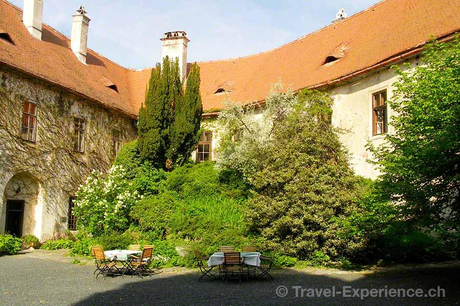 Oesterreich, Burgenland, Burg Bernstein, Burghof