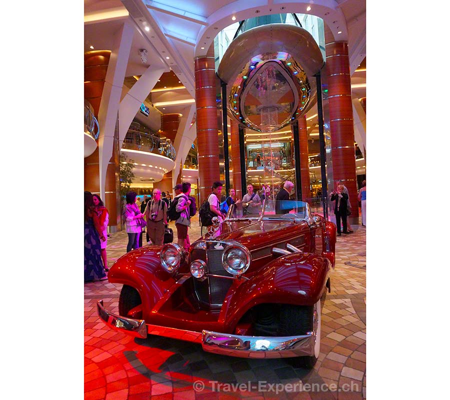 Allure of the Seas, Royal Caribbean, Rising Tide Bar, Mercedes, Oldtimer