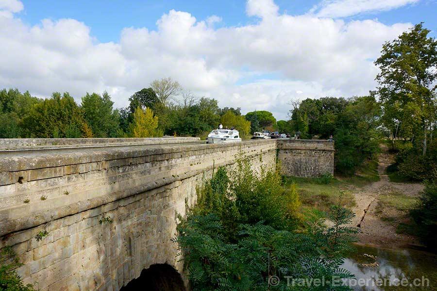 Frankreich, Canal du Midi, Hausboot, Bruecke, Pont-Canal de Cesse