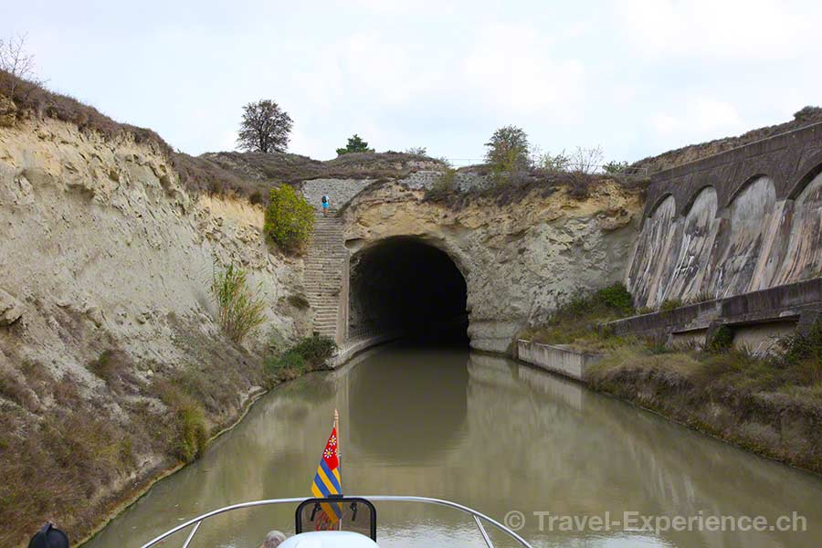 Frankreich, Canal du Midi, Hausboot, Tunnel de Malpas