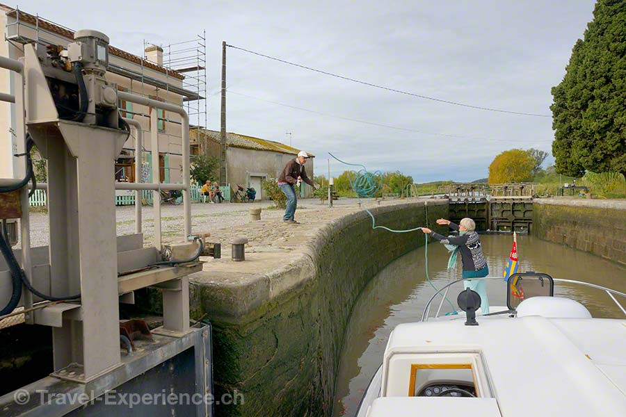 Frankreich, Canal du Midi, Hausboot, Schleuse Argens