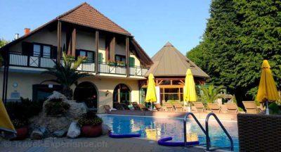 Steiermark, Bad Radkersburg, Hotel im Park, Pool Steiermark, Bad Radkersburg, Hotel im Park, Lobby Steiermark, Bad Radkersburg, Hotel im Park, Körbe, Handtücher, Hunde, Pfoten