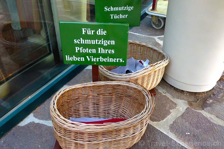 Steiermark, Bad Radkersburg, Hotel im Park, Körbe, Handtücher, Hunde, Pfoten