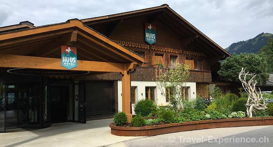 Schweiz, Saanen, Gstaad, Huus Hotel, Vorfahrt