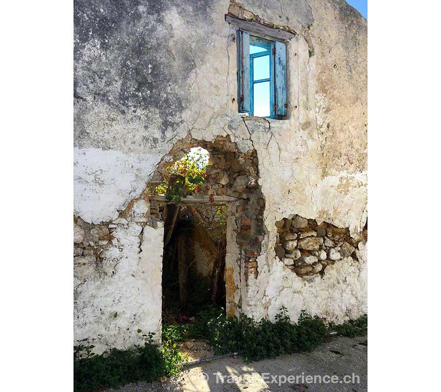 Griechenland, Korfu, Korakades, zerfallenes Haus