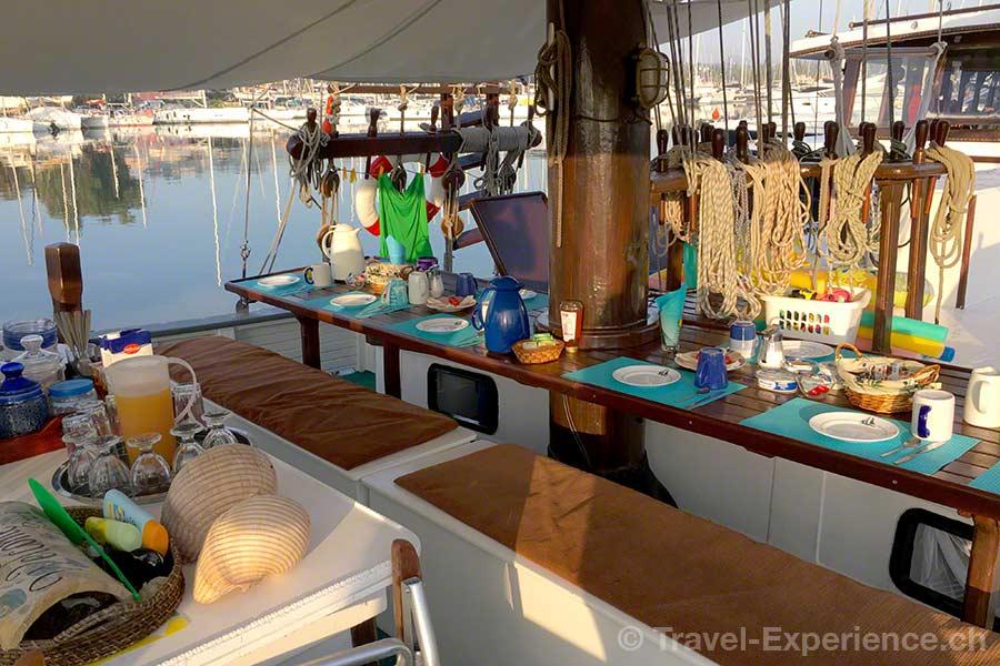 Griechenland, Korfu, Segelschiff, Rahsegler, Brigantine, Merlin, Frühstück