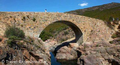 Korsika, Fango, Tal, Fluss, Steinbrücke Korsika, Porto, Hafen, Schiffe Korsika, Kuh, getigert Korsika, Calanche, Piana, Felslandschaft, bizarr, Granit, UNESCO