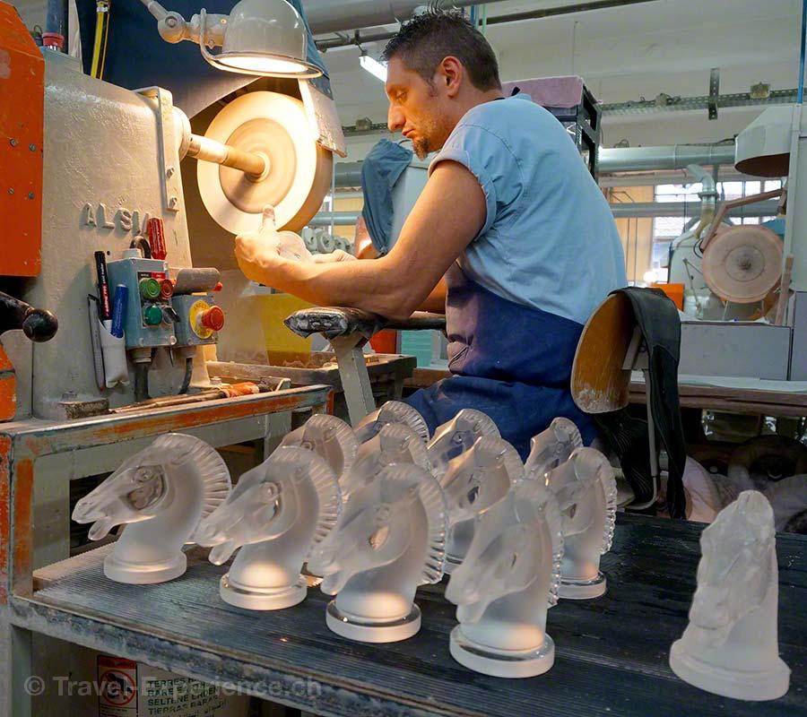 Glasmanufaktur Lalique, Elsass, Frankreich, Schliff