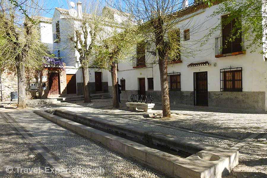 Spanien, Andalusien, Granada, Aussichtspunkt Los Carvajales, Brunnen