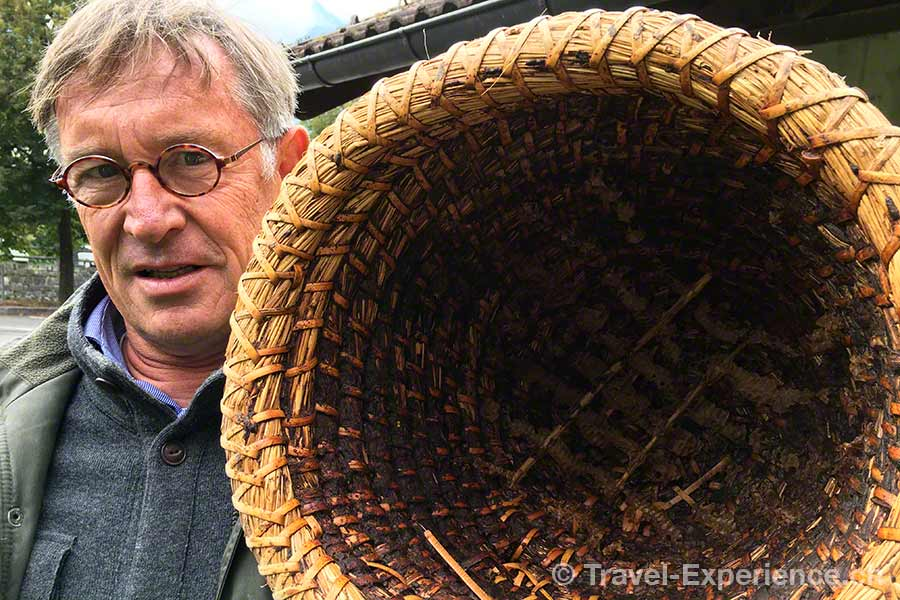 oesterreich, vorarlberg, montafon, Schruns, Imker, Harry Trautmann, traditioneller Bienenkorb