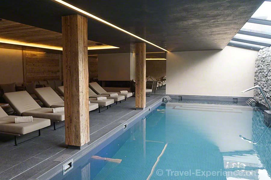 Schweiz, Waadt, Rougemont, Hotel de Rougemont, Pool, Ruheraum, Sprudelliege