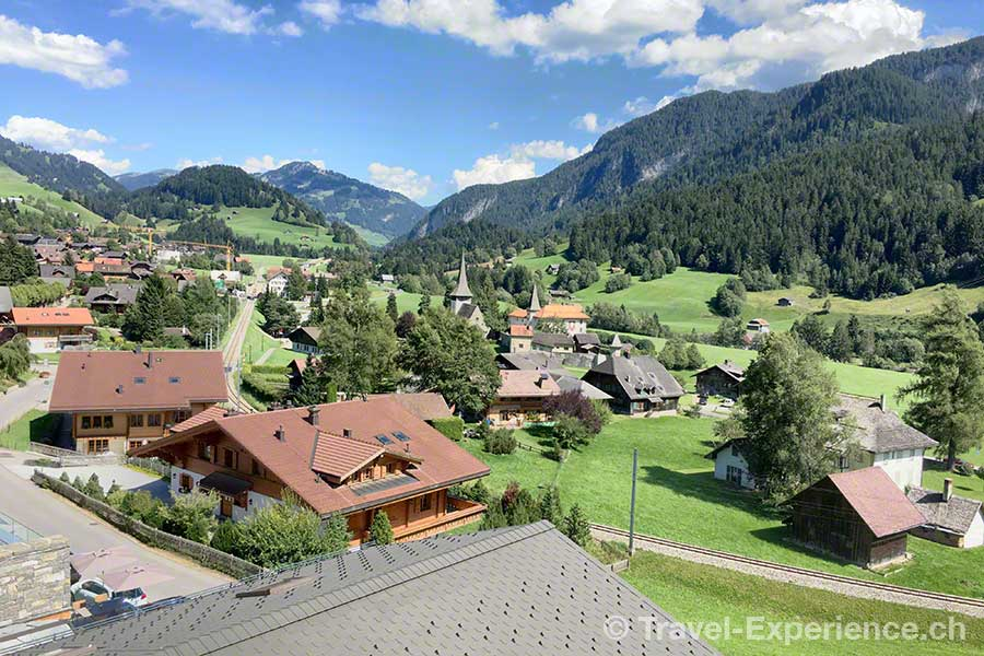 Schweiz, Waadt, Rougemont, Hotel de Rougemont, Penthouse-Suite, Aussicht