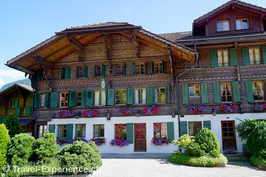 Schweiz, Waadt, Rougemont, altes Chalet, Auberge cheval blanc