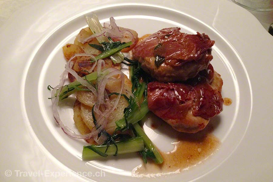 Südtirol, Corvara, Hotel Sassonger, Abendessen, Saltimbocca, Bratkartoffeln
