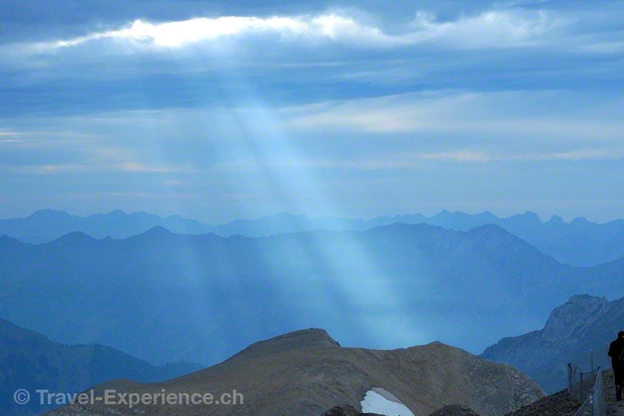 Sonnenstrahl, Wolken, Schilthorn, 007 Walk of Fame