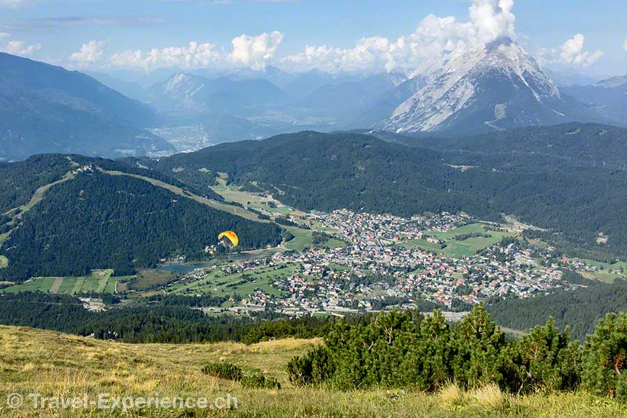 Oesterreich, Tirol, Olympiaregion Seefeld, Seefelder Joch, Aussicht, Gleitschirm