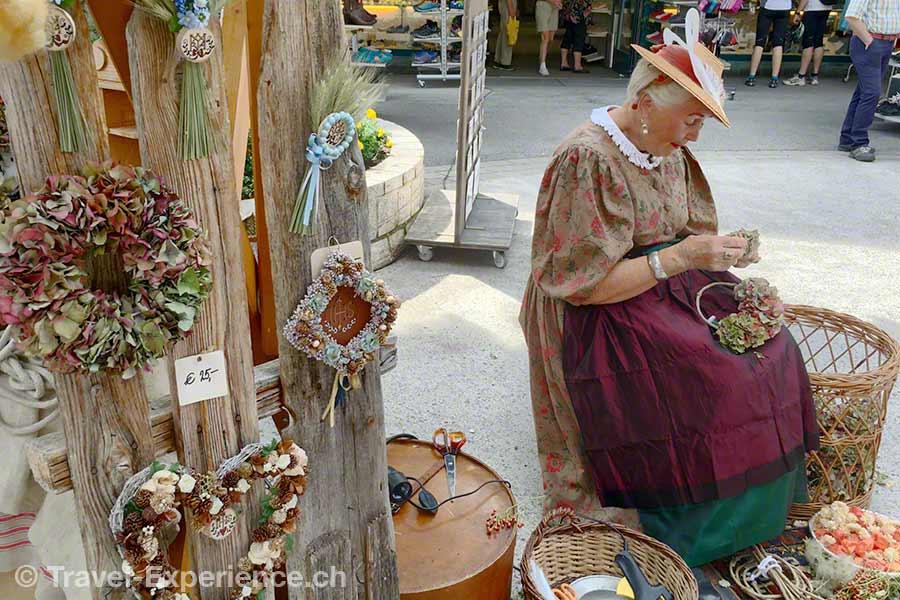 oesterreich, tirol, olympiaregion seefeld, Handwerksfest, Handwerkermarkt, altes handwerk, Wolle spinnen, Spinnrad, Stricken