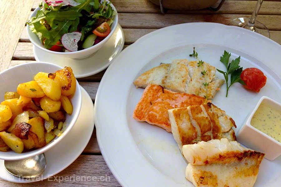 Ostfriesland, Spiekeroog, Fisch, Bratkartoffeln, Salat, Restaurant Capitäns Haus