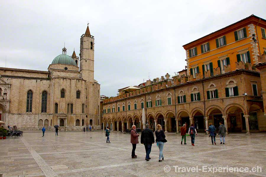 Italien, Marken, Ascoli, Hauptplatz