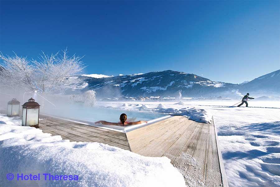 Österreich, Tirol, Zillertal, Zell, Hotel Theresa, Aussenpool, Winterlandschaft