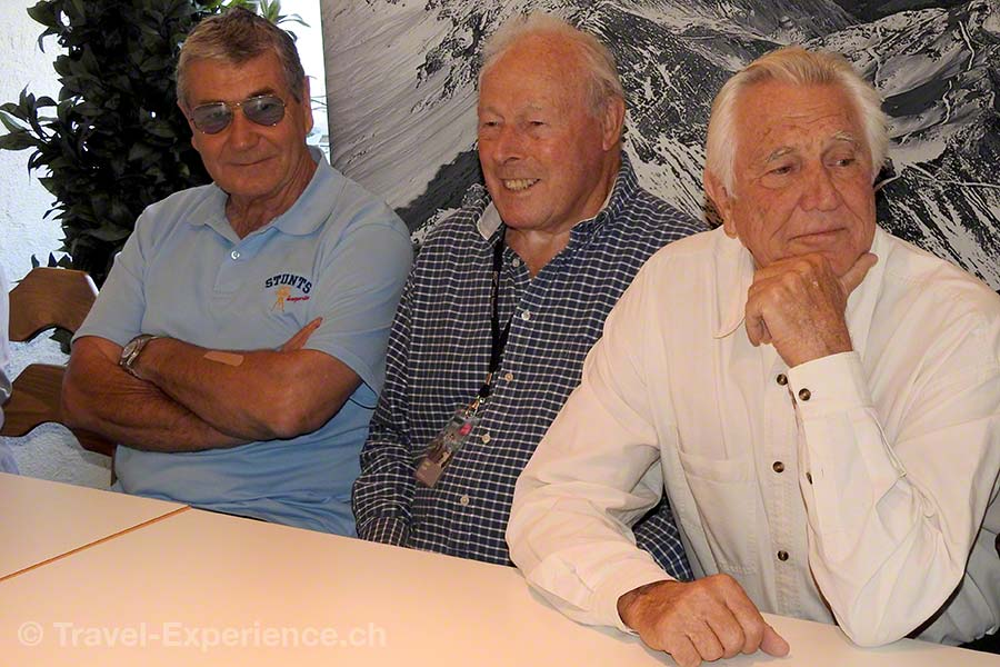 Stuntman Vic Armstrong, Regisseur John Glen, James Bond, George Lazenby, Mürren, 007 Walk of Fame, Schilthorn.