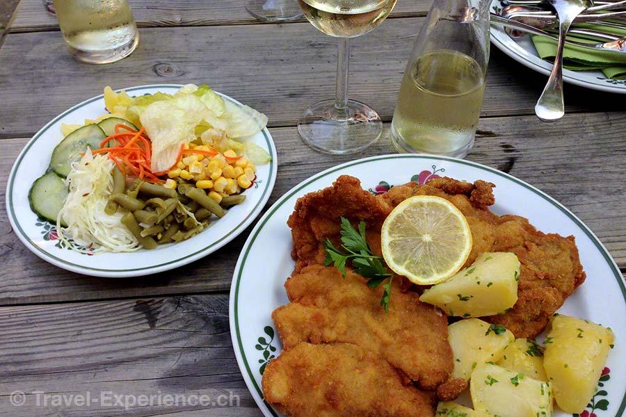 Wachau, Emmersdorf, Gasthaus Langtaler, Wiener Schnitzel