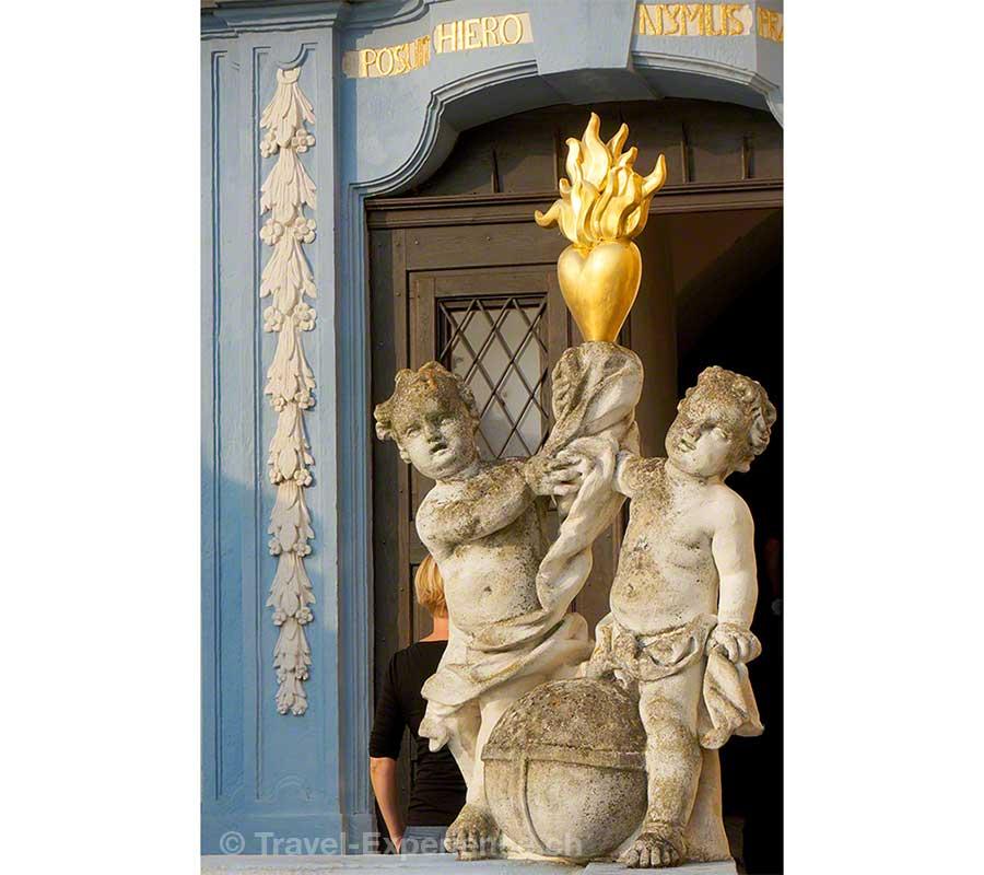 Wachau, Dürnstein, flammendes Herz, Putten