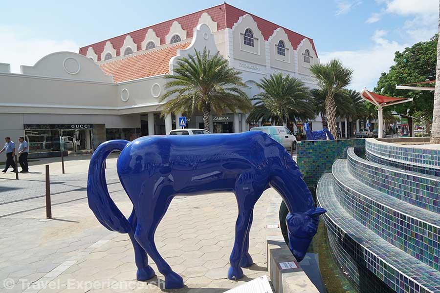 Aruba blaue Pferde Kunstprojekt