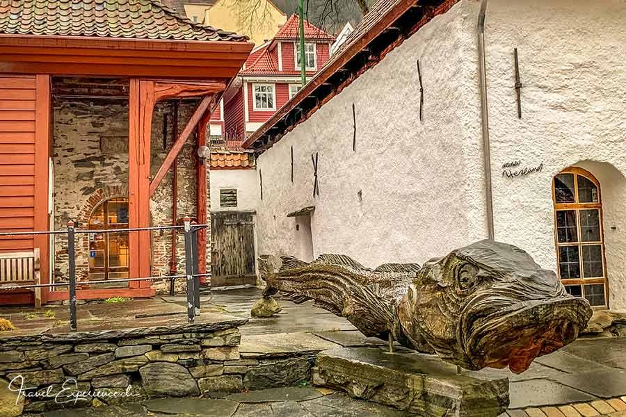 Bryggen, Bergen, Fisch-Skulptur