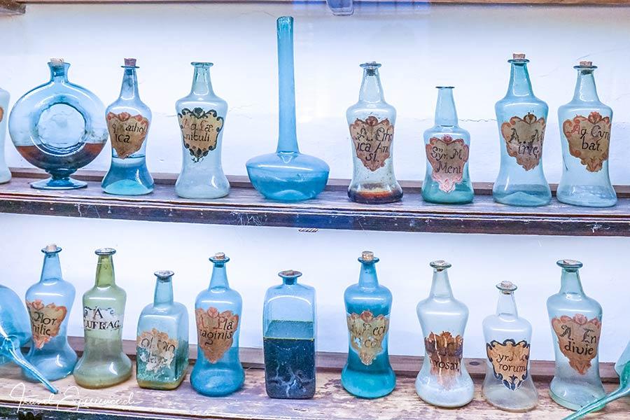 Glasflaschen, Apotheke, Kartause Valdemossa, Mallorca