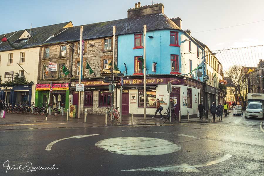 Galway, hellblaues Pub, Dew Drop