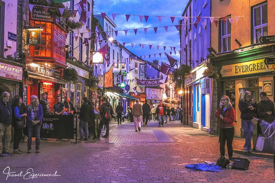 Galway, High Street, abends