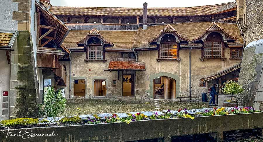 Innenhof von Schloss Chillon bei Regenwetter