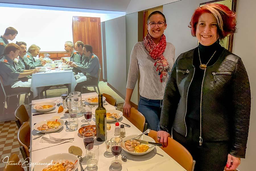 Mitinhaberin Grace Jost und Museumsdirektorin Luana Menoud-Baldi im Fort de Chillon