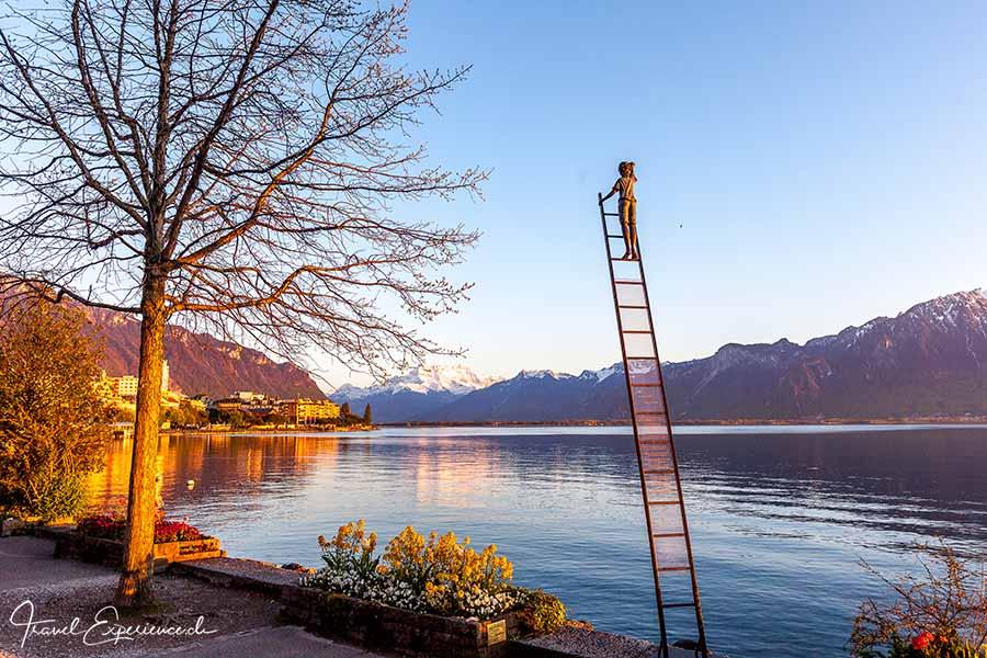 Kunst, Biennale, Montreux, Junge auf der Leiter