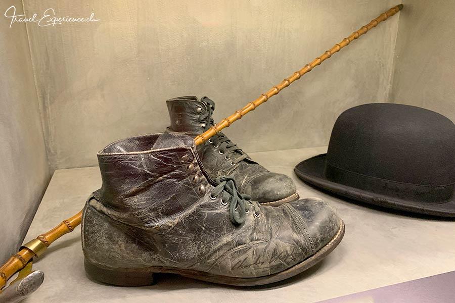 Charlie Chaplins original Schuhe und Stock